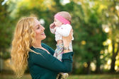 Mom with baby outdoor — Stock Photo