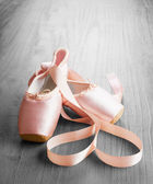 New pink ballet pointe shoes — Stock Photo