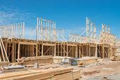 Novo enquadramento construção de casas. — Fotografia Stock