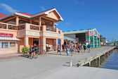 Cruise ship passengers shopping in Belize City — ストック写真