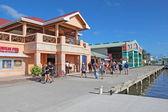 Schiff kreuzfahrtpassagiere einkaufen in belize city — Stockfoto