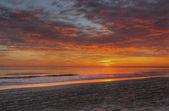 Východ slunce nad pláží v nags head, severní karolína — Stock fotografie
