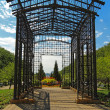 Metal pergola at the entrance to Maggie Daley Park in downtown C — Foto Stock