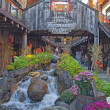 Tourists at Moonshine Holler in downtown Gatlinburg, Tennessee — Stock Photo
