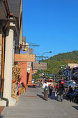 Tourists and traffic along the main road through Gatlinburg, Ten — Stok fotoğraf
