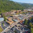 Aerial wide-angle view of the main road through Gatlinburg, Tenn — Stockfoto