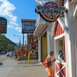 Tourists at businesses on the main road through Gatlinburg, Tenn — Foto Stock