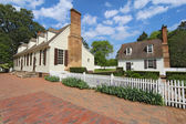 Two buildings on Duke of Gloucester Street in Colonial Williamsb — Stock Photo