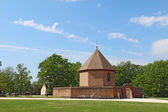 The powder magazine in Colonial Williamsburg, Virginia, against  — Stock Photo