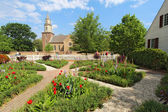Gardens at Colonial Williamsburg in front of Bruton Parish Churc — Stok fotoğraf