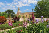 Gardens at Colonial Williamsburg in front of Bruton Parish Churc — Stock Photo