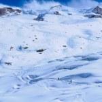 Постер, плакат: Skiers ascending to Monte Rosa Hut