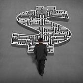 Businessman walking toward to 3d money shape maze — Zdjęcie stockowe