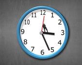Pushing back clock hands — Stock Photo