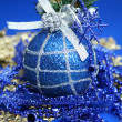 Christmas sphere of dark blue color with a pattern — Zdjęcie stockowe