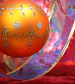 New Year's sphere of yellow color with a pattern and a tape — Stockfoto