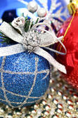 Esferas de natal de várias cores, com um padrão — Foto Stock