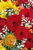 Red roses and sunflowers — Stock Photo