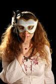 Brunetka z maski weneckie — Zdjęcie stockowe