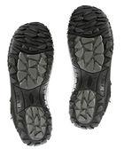 ślad dwa buty zimowe czarne — Zdjęcie stockowe