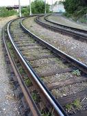 Bir tramvay rayları yol ve eski çapraz bağları — Stok fotoğraf