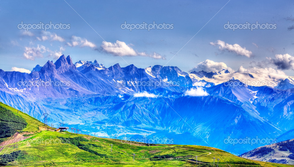 Beautiful landscape with high altitude peaks in The Alps as it can be seen from the mountain pass Madeleine (Col de la Madeleine) in France. — Stock Photo #12767319