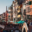 Crowded Venetian Street — Stock Photo