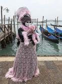 Venetiaanse kostuum met een roos — Stockfoto