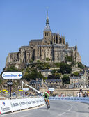 Cycling in Front of Le Mont Saint Michel — Stock Photo