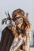 Mujer con máscara de colombina — Foto de Stock