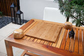 Empty Chinese go board and bowls on table in yard — Stock Photo