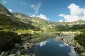 Estanque en las montañas tatra, polonia — Foto de Stock