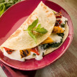 Piadina with spinach grilled capsicum and cheese — 图库照片