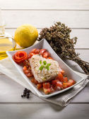 Grilled tuna with tomatoes salad — Stock Photo