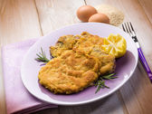Milanese cutlet traditional italian recipe — Stock Photo