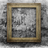 Golden frame on grunge wall — Stock Photo