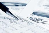 财务的图形和图表分析 — 图库照片