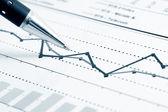 Análisis de gráficos financieros — Foto de Stock