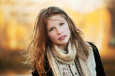 Young girl in an autumn park — Stock Photo