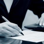 Предприниматель подписании договора — Стоковое фото