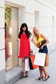 Two young women with shopping bags — Стоковое фото