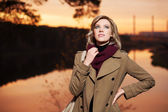 Young blond woman against an autumn nature background — Foto Stock