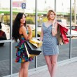 Young women with shopping bags — Foto Stock