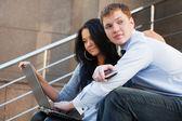 Paar working on laptop — Stockfoto