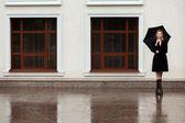 傘を持つ女性 — ストック写真