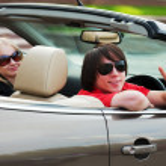 genç bir çift araba kullanmak — Stok fotoğraf
