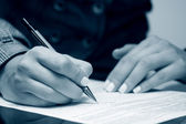 Business woman signing contract — Foto Stock