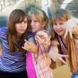 Teenage girls having fun and making peace sign — Stock Photo
