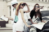 Young people with a road map at the retro car — 图库照片