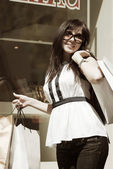 Happy young woman with shopping bags — Stock fotografie